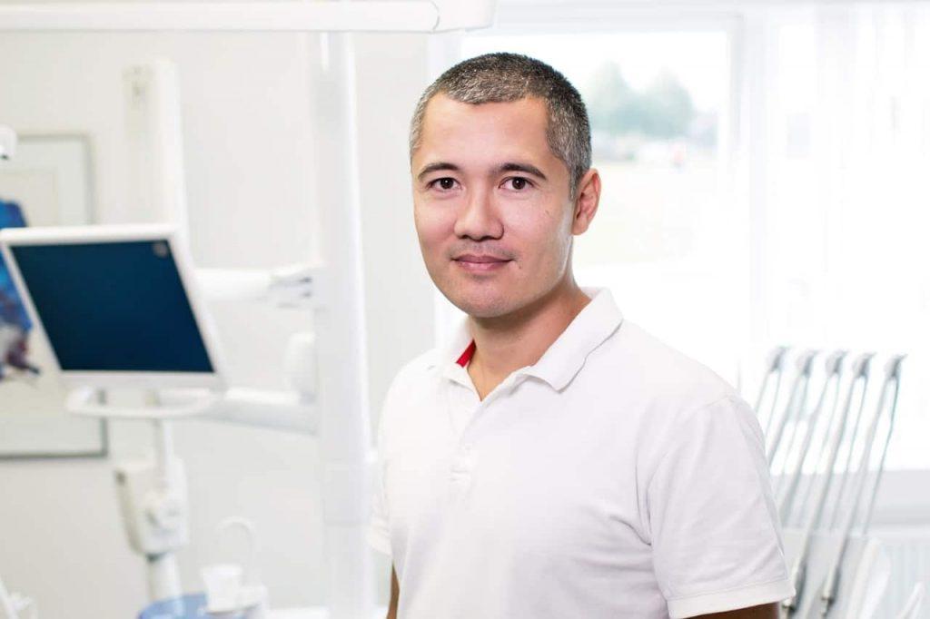 homme sans maladies parodontales